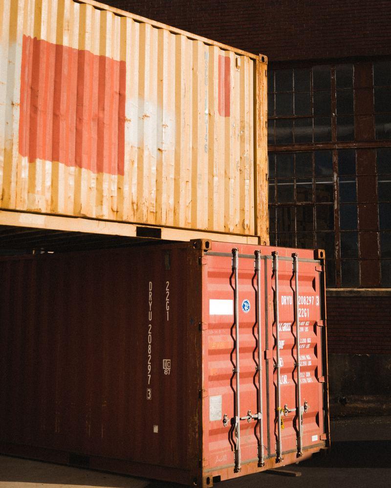 Leje af container, og når der er brug for det.