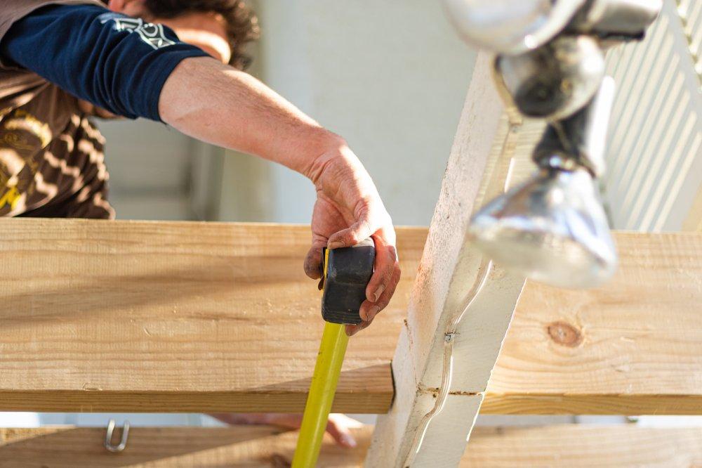 Hvordan kan en tømrer i Vejle hjælpe dig?